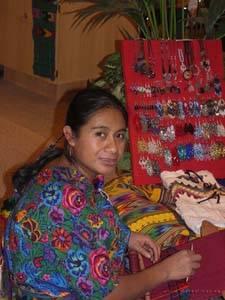 Guatemalteca tejiendo