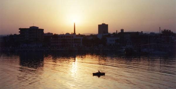 benicarlo, puesta de sol en el puerto