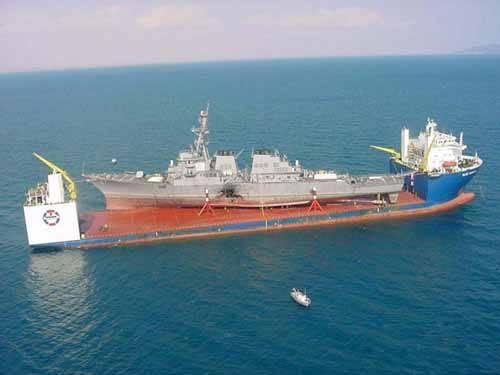 Blue Marlin carga al USS Cole