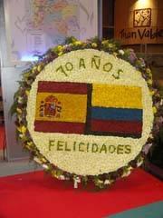 Roseta de flores con la bandera de Colombia en Fitur 2008