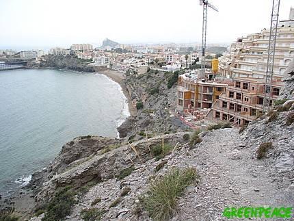 Foto Greenpeace. Construccion desmedida a pie de costa
