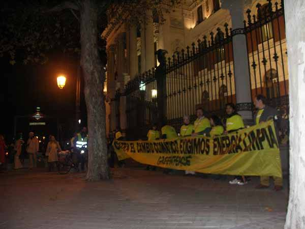 Pancarta exigiendo energia limpia