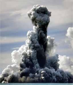 erupción volcán submarino en Tonga