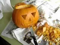 calabaza para Halloween, cortar boca y ojos