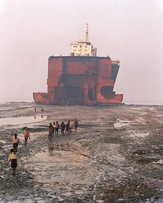 Ciudad de los desguaces de barcos en India
