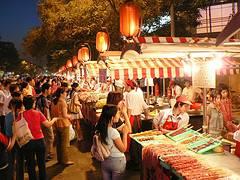 Mercado de Donghuamen, de noche