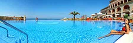 piscina en hotel