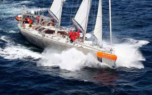 el velero Tara navegando