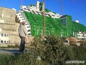 Greenpeace cubre el Algarrobico de verde