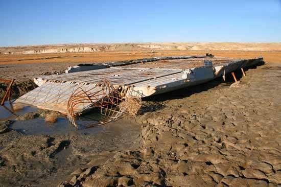 barcaza para transporte en el Mar de Aral