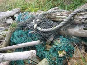 basura producida por las redes y aparejos de pesca
