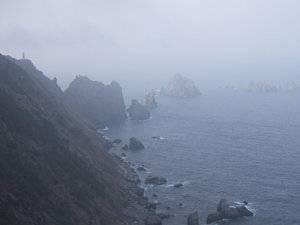 Acantilados de Cariño con niebla