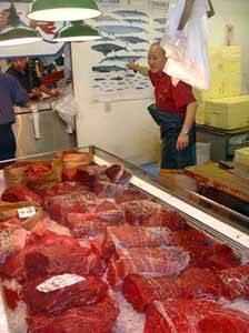 carne de ballena minke en un mercado japonés