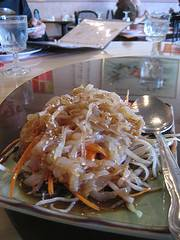 preparando una ensalada de medusa en el Hong kong Palace