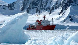 buque Hespérides en la Antártida