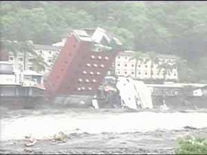 hotel derribado en Taiwan a causa del tifón Morakot