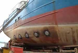 kafloat, detalle del casco de un barco con el sistema instalado