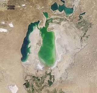 el Mar de Aral en 2002