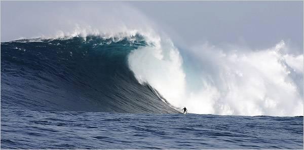 ola gigante, practicando surf