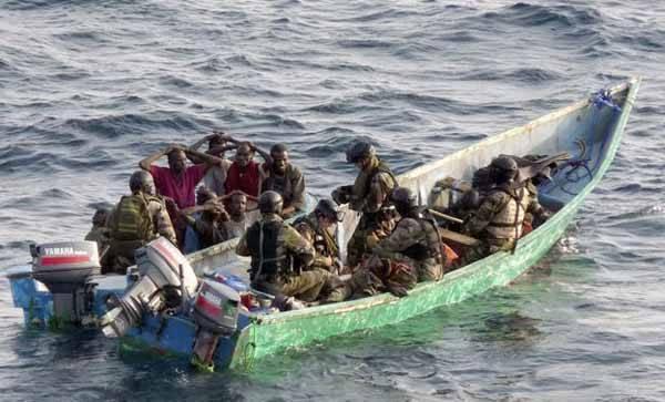 piratas sospechosos detenidos por Francia
