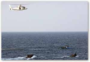 piratas somalies sospechosos controlados