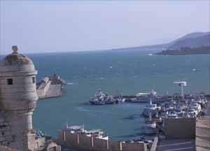 puerto de Peñiscola desde la muralla de la ciudad en el Mar