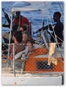 Velero francés Tanit durante el secuestro por piratasen Somalia