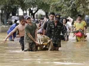 tifón Ketsana en Filipinas, rescate de danmificados