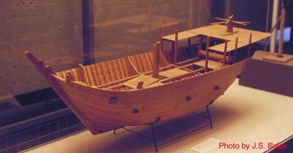 Un cog, antiguo barco vikingo, maqueta de museo