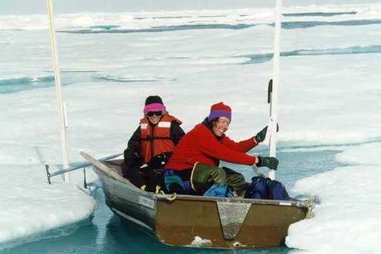 navegando en los estanques de hielo del Océano Ártico