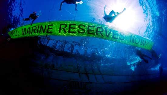 Greenpeace cartel submarino pidiendo reservas