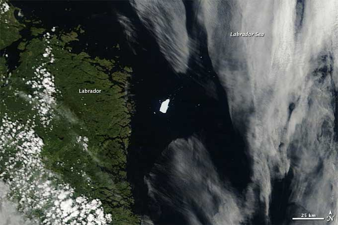 iceberg del glaciar Petermann PII-A cerca de Labrador, Canadá