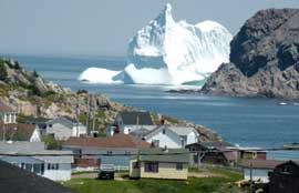 enorme iceberg en Twillingate, Canadá