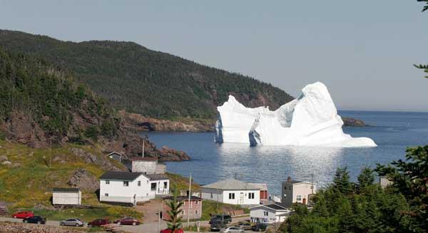 iceberg en la costa de Twillingate, Canadá