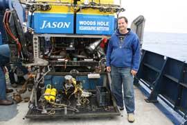 Bill Chadwick junto al ROV Jason