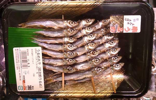 pescado seco en palos