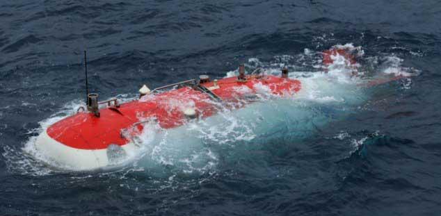 submarino chino Jiaolong en la supeficie del agua
