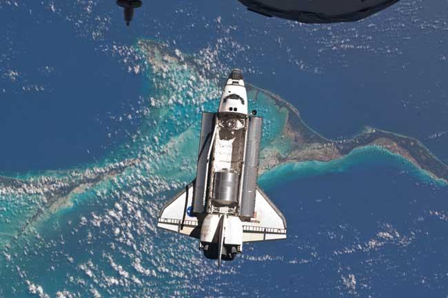 transbordador Atlantis sobrevuela las islas Bahamas