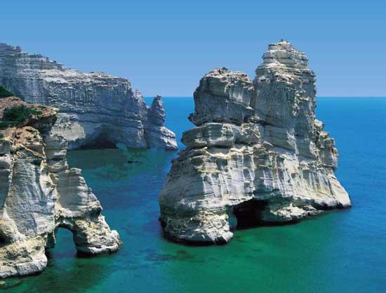 costas de la isla de Milos en Grecia