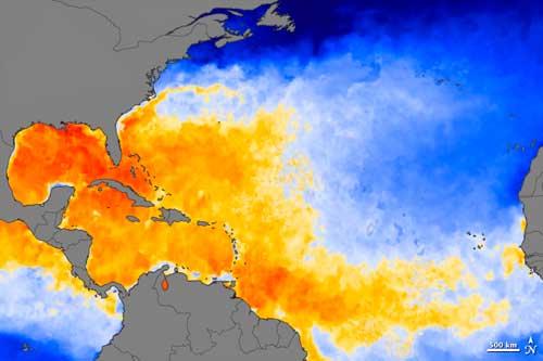 mapa temperaturas superficiales del mar, huracán Irene