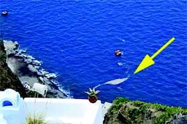 balsas de piedra pómez flotando en el mar, Isla de Santorini