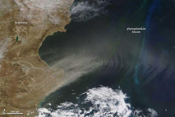 polvo y bloom de fitoplancton en sur del Atlántico