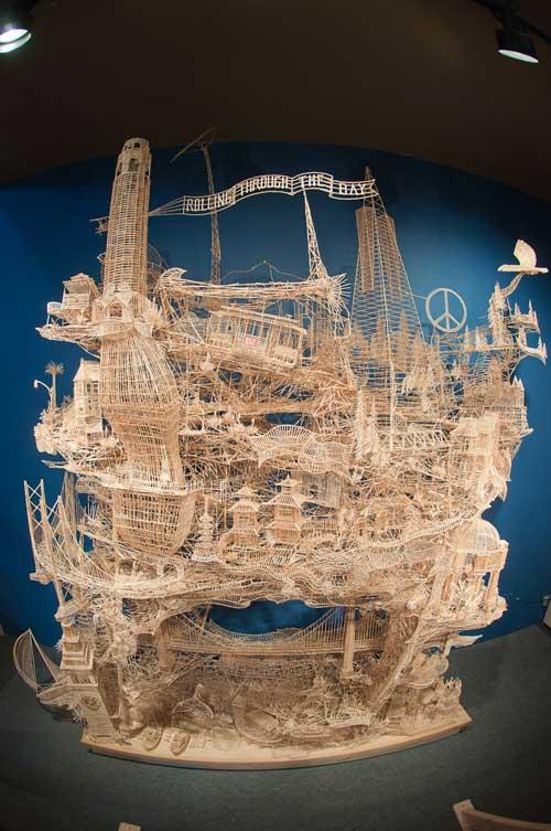 escultura de San Francisco con palillos de Scott Weaver