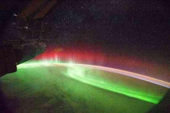 aurora roja desde la Estación Espacial Internacional (ISS)