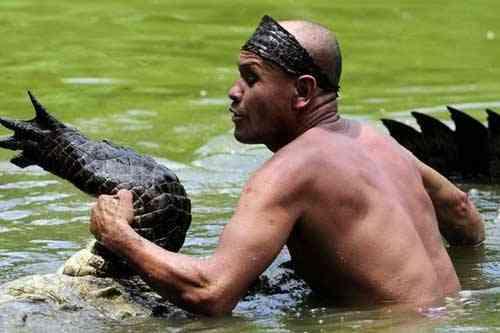 Chito y su cocodrilo Pocho en el vuelco