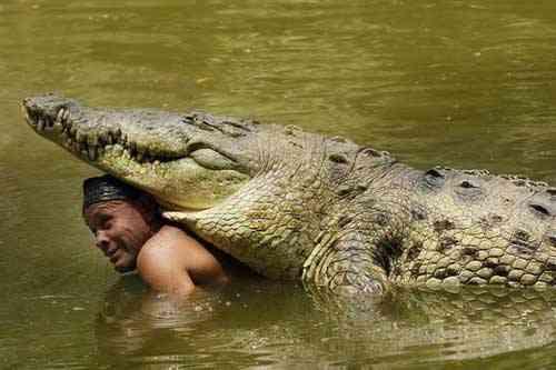Chito el pescador de Costarrica y su cocodrilo Pocho