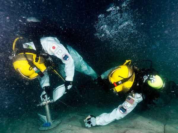 astronautas misión NEEMO-15 en trabajos submarinos