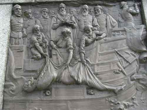 Drake enterrado en el mar, estatua en Tavistock, Devon