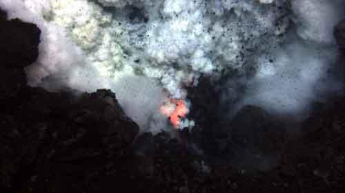 erupción del volcán submarino West Mata