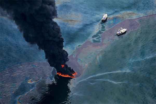 incendio durante el derrame de petróleo del Golfo